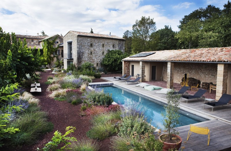 Eclectic guest house combining the rustic and modern style for Dicor maison france