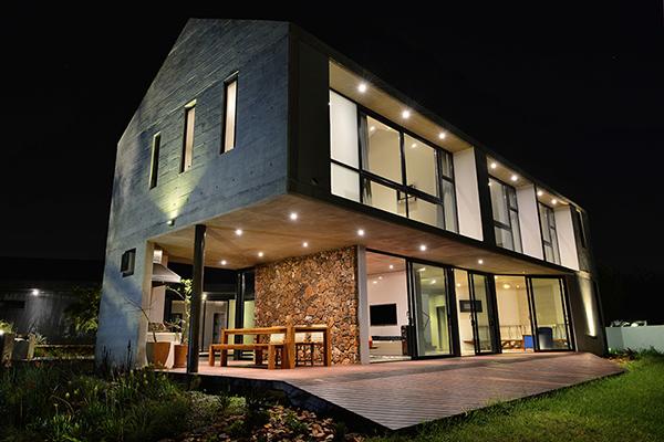 Dynamic modern barn design as trendy living space for Modern barn design