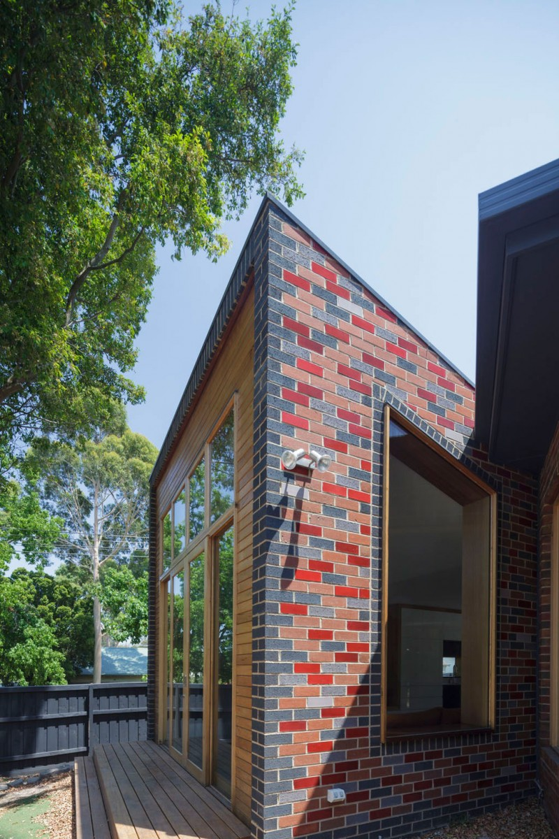 Attractive Contemporary House With Colorful Brick Wall