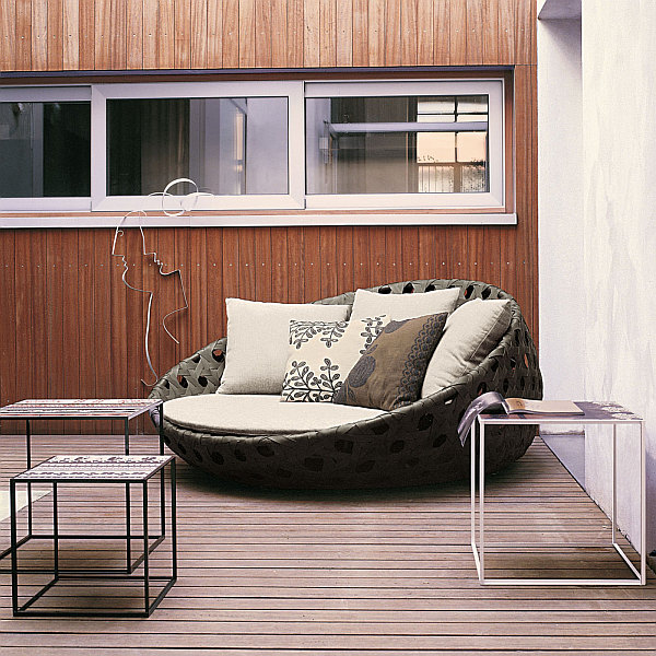 Comfortable Contemporary Furniture: Pleasant Modern Outdoor Design With Bold Naturalistic