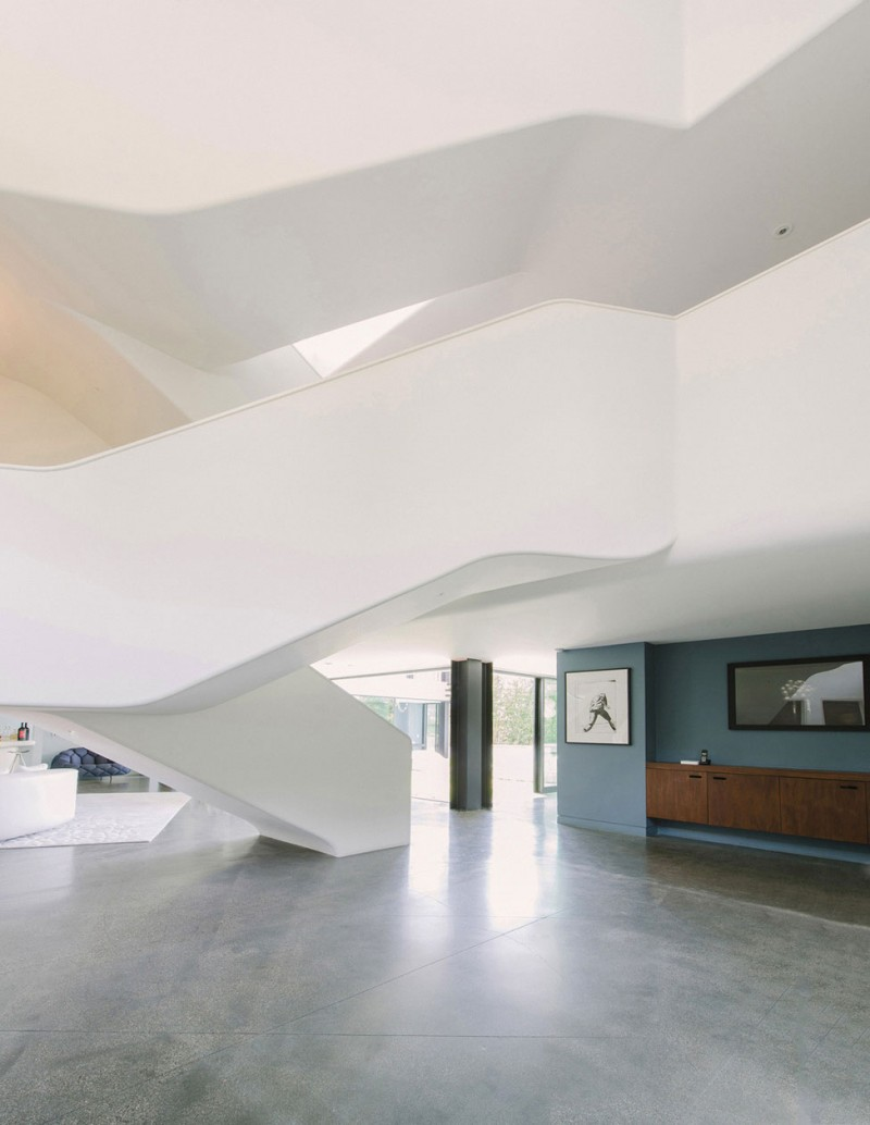 Curvy Futuristic Architecture Presenting Gray and White Theme ...