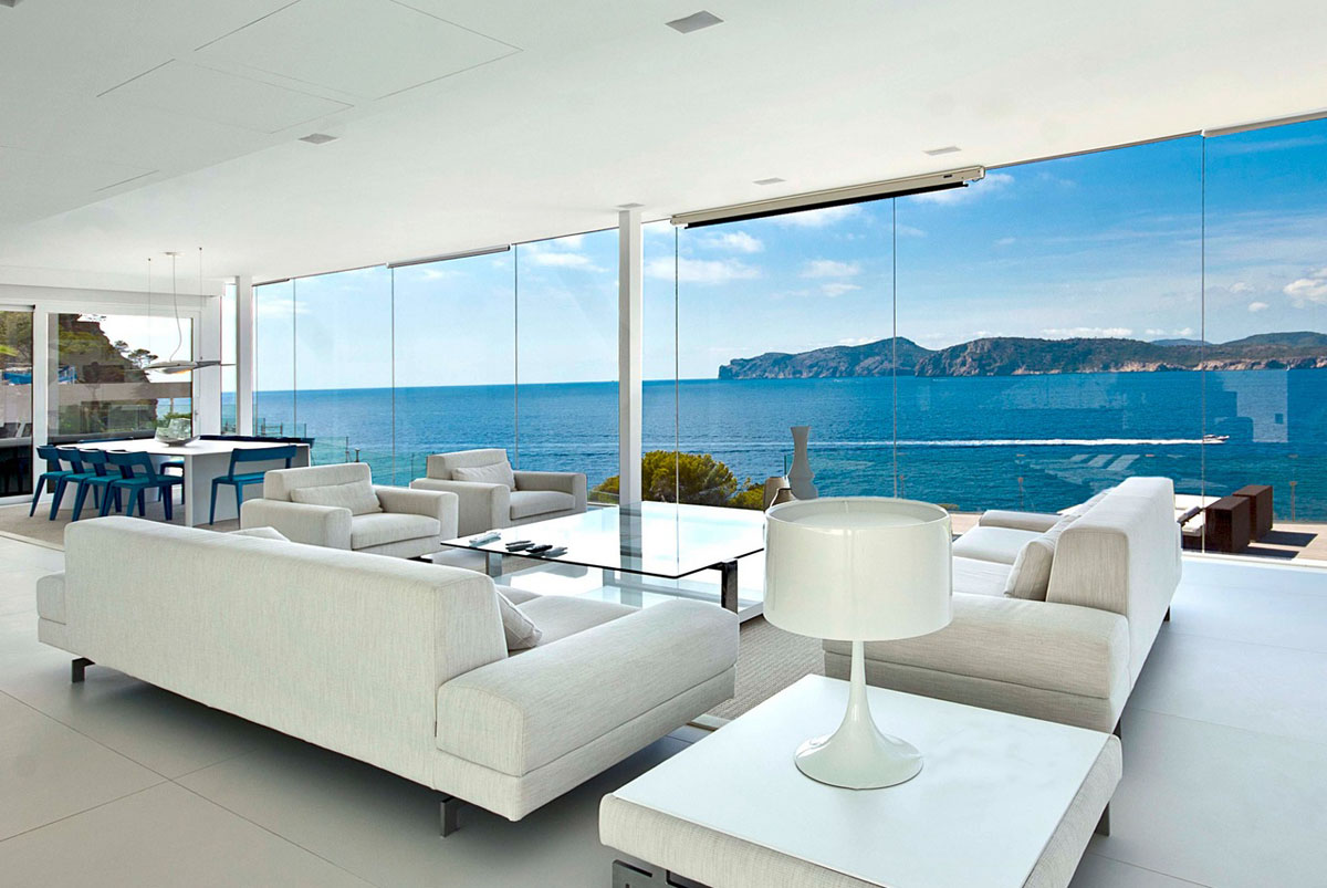 Cool beach house with waterfront view of mediterranean sea for Design hotels mallorca