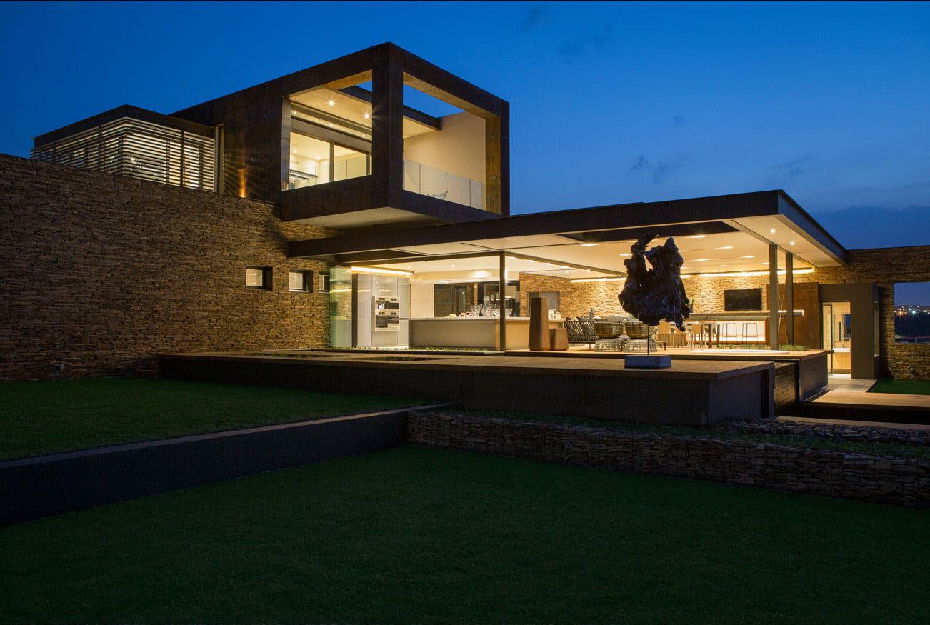 Amazing Contemporary House Design In The Beauty Of South