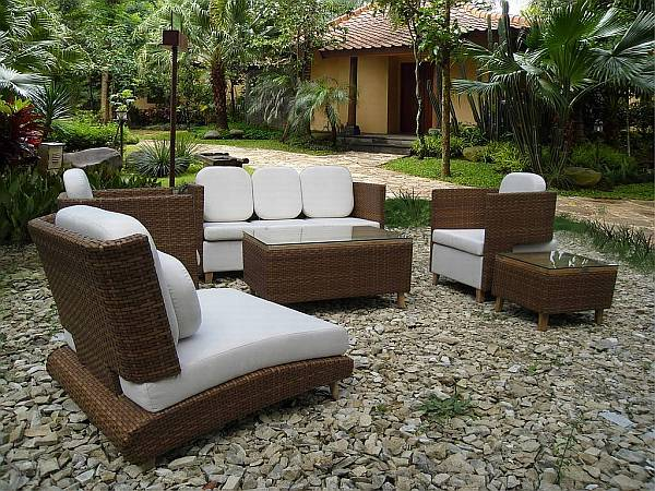 Pleasant Modern Outdoor Design With Bold Naturalistic