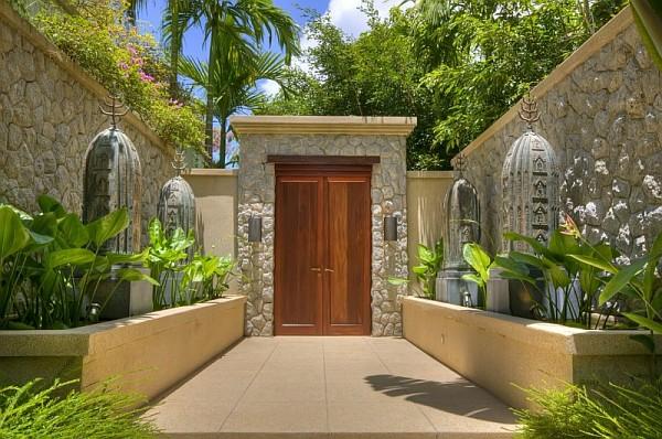 Luxurious Seaside Resort Design In Naturalistic Building