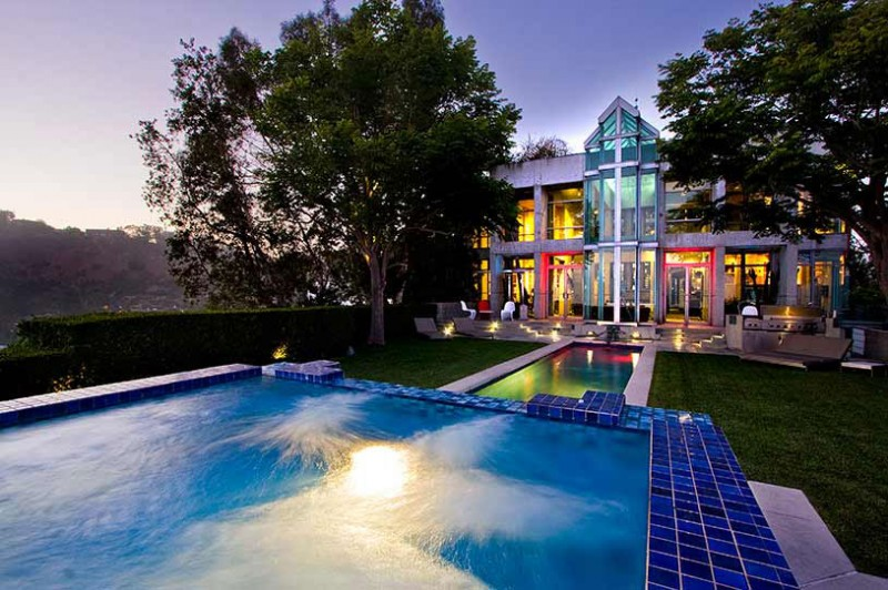 Staggering mansion design perfect getaway choice for Pool design los angeles ca