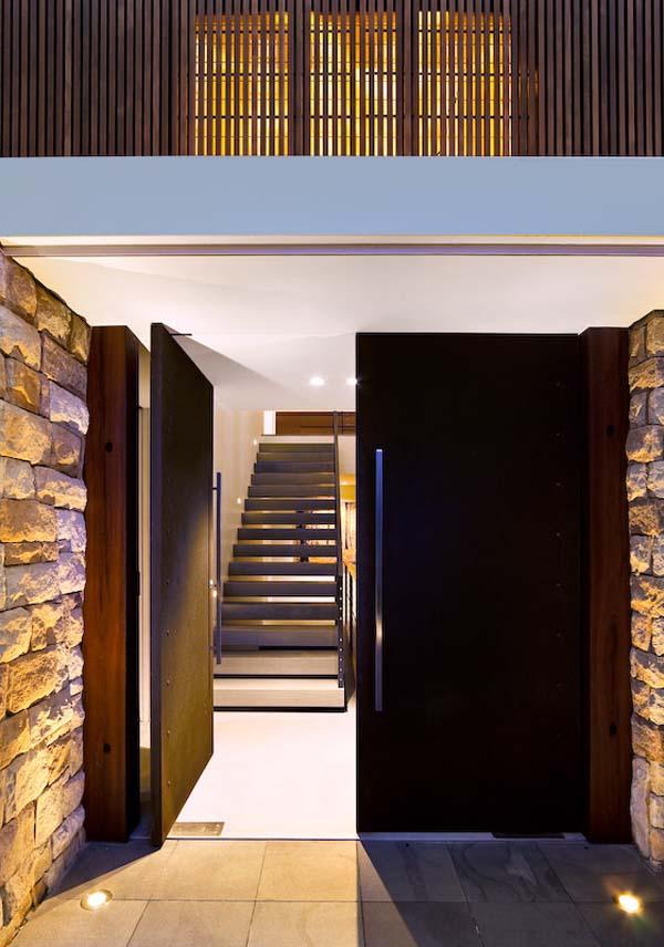 Contemporary Three Story House With Elegant Panorama