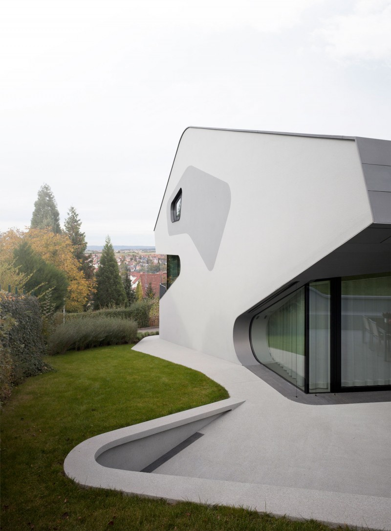 Stunning Ols House in Futuristic Architecture Glass Window Long Concrete Driveway Ornamental Plants in Wide Courtyard