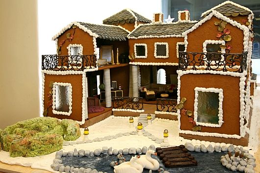 Adorable House Decoration in Gingerbread House for Special Chrismast ...