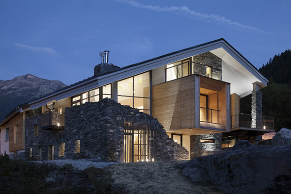 Fascinating mountain house design in savoice france - Maison mountain range irving smith jack ...