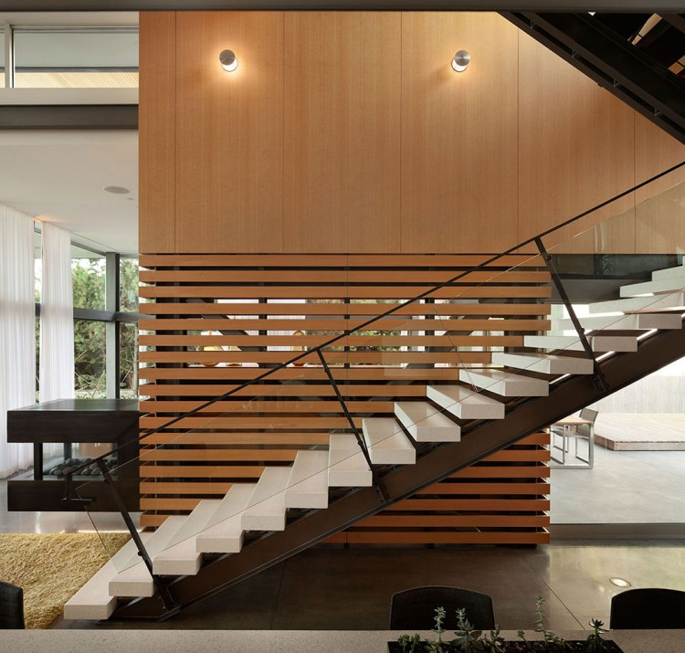Creative Contemporary House For Elegant And Unusual Look