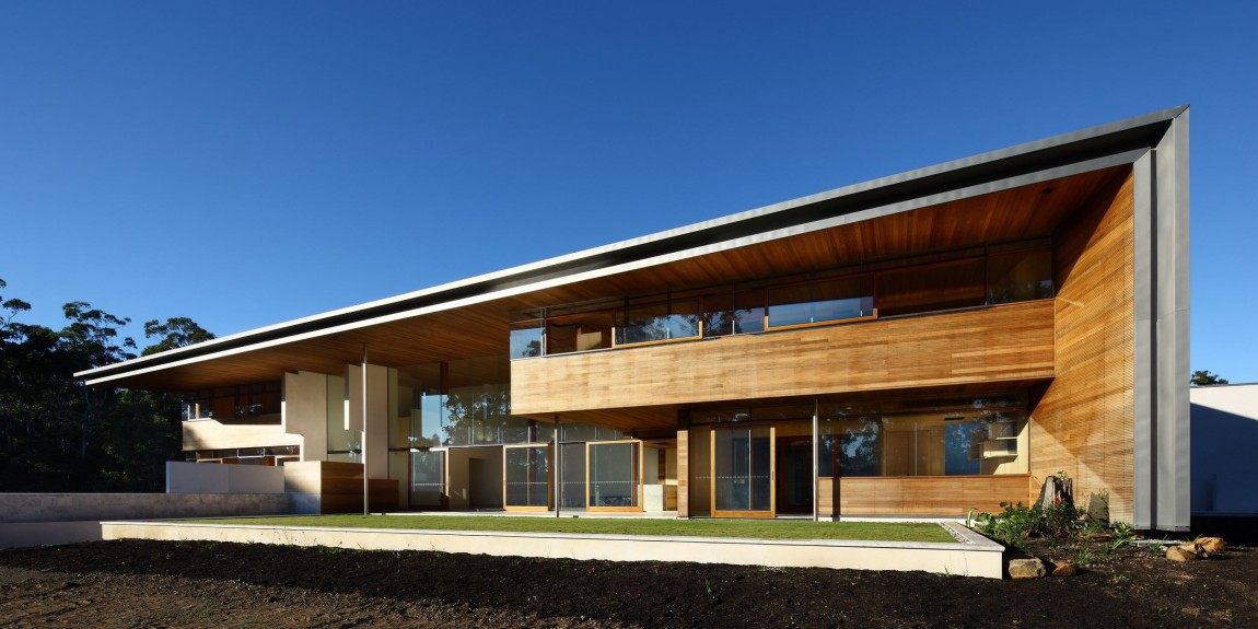 Spacious Retreat Home Applies Prefabricated Concrete Frame