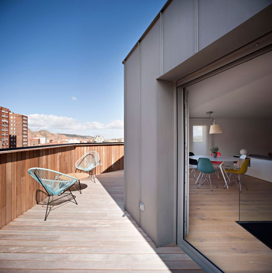 Gorgeous spanish duplex with natural concept housebeauty for Modern view decking