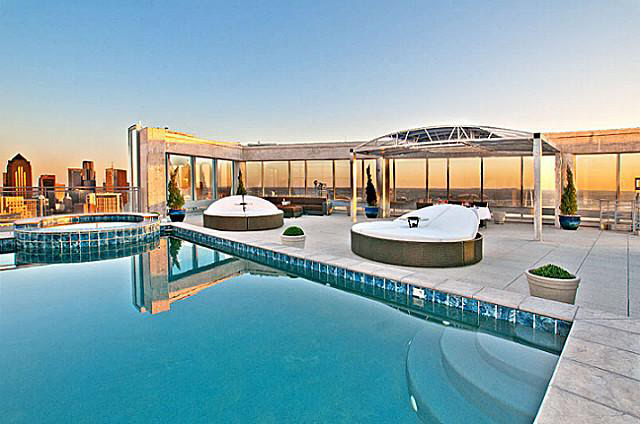 Marvelous Rooftop Pool with Beautiful Jacuzzi
