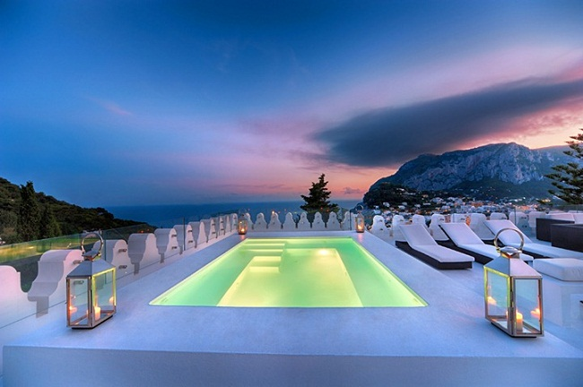 Mesmerizing Rooftop Pool of a Hotel