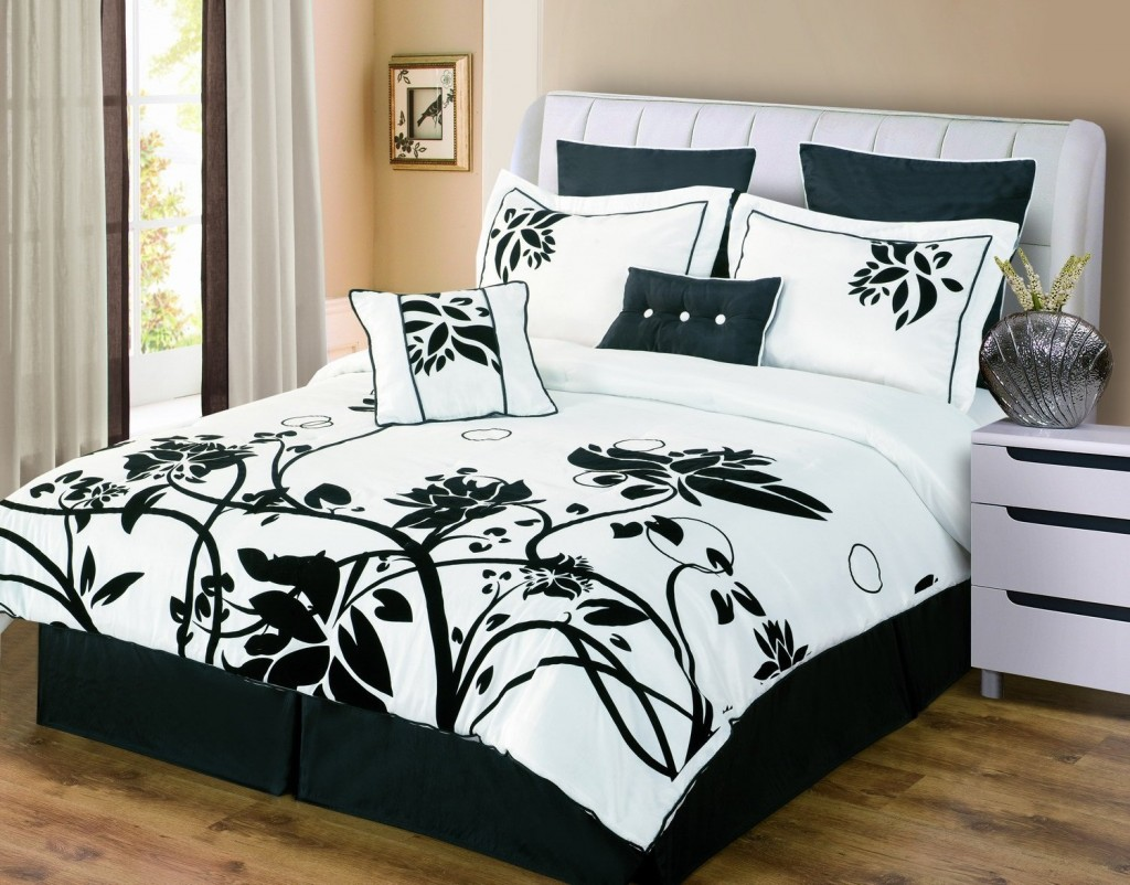 inspiring black bed white bedroom   Inspirational Black And White Duvet Covers Collection ...