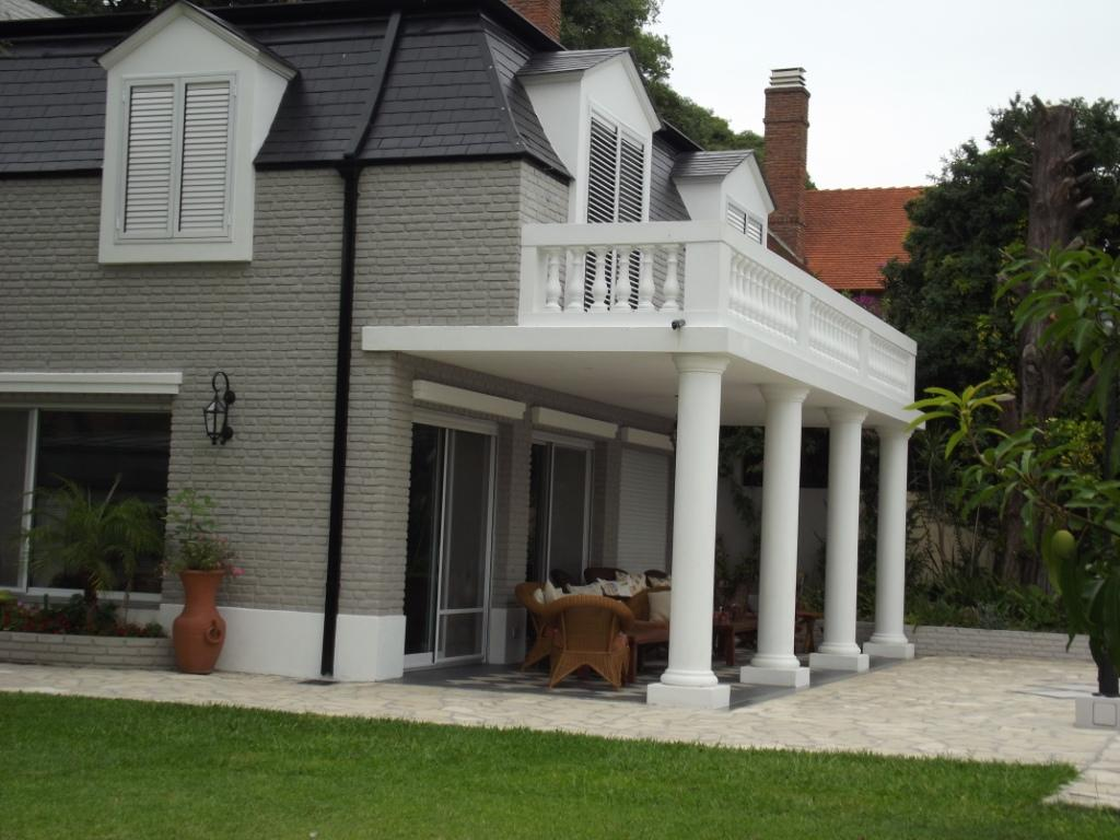 Vintage House Pillars Design In Residence With Many