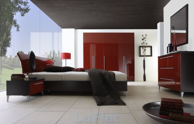Comfortable Red Bedroom Design With Light Woods And Dim