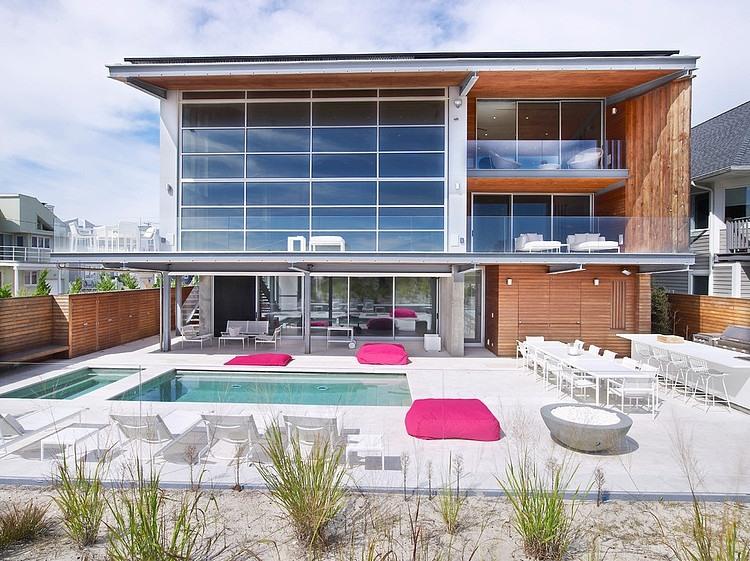 Astonishing Contemporary Beach House With Stylish Interior