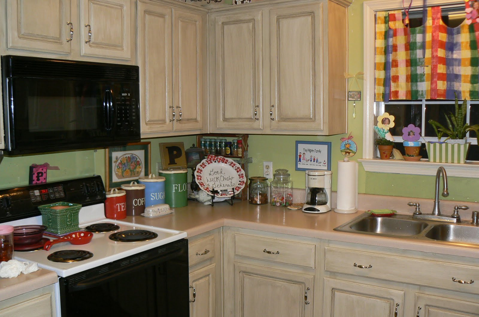 Tips For Kitchen Color Ideas: Chic Kitchen Cupboards Paint To Live-up Kitchen Interior