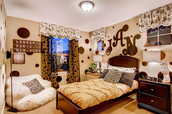 Beautiful Bedroom Decoration With Letters