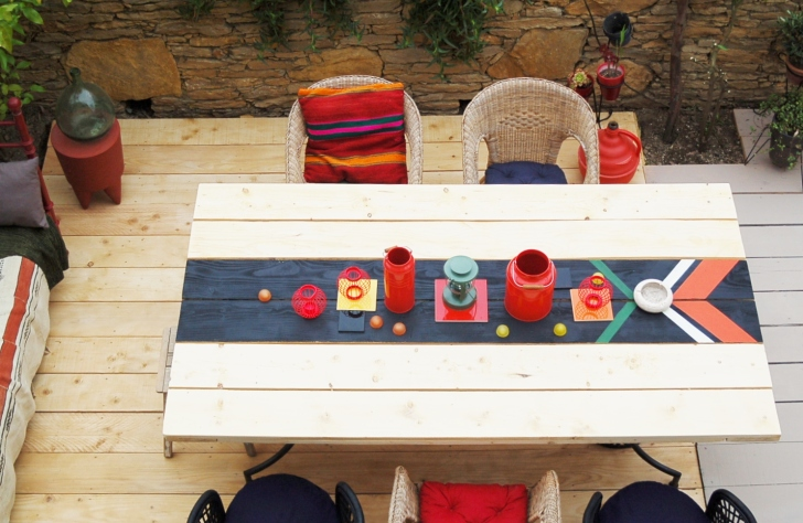 Runners used in an outdoor dinner table